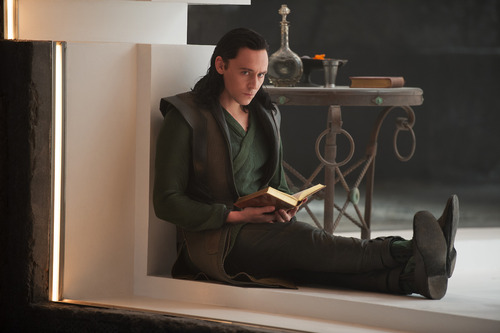 loki-and-dat-book-tho
