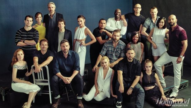 dc_warners_group_shot_comic_con_h_2015_0